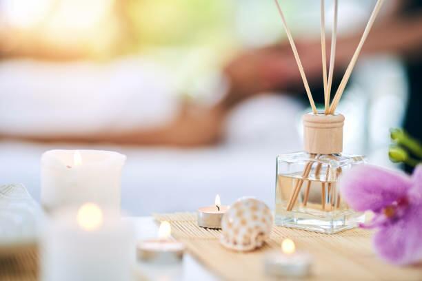 Como usar velas e incenso para deixar toda a casa perfumada gastando pouco